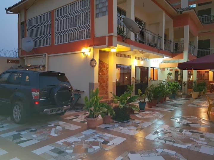 Résidence hôtelière ( PT, FR) à bon prix à Luanda