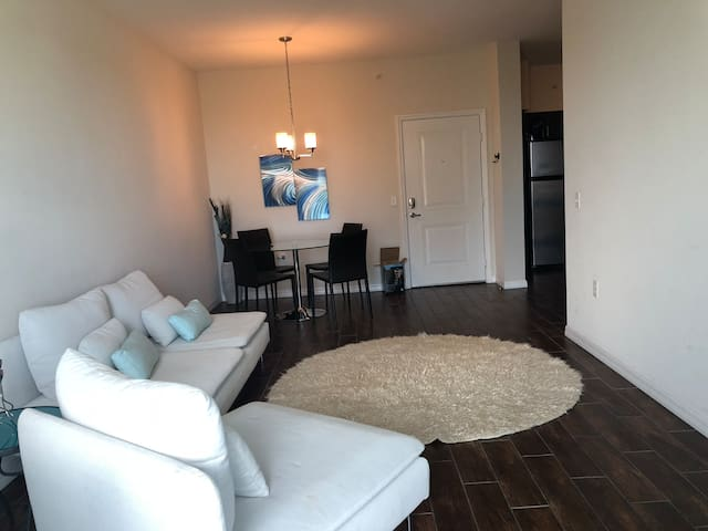 MASTER ROOM (SPECIAL PRICE FREE PARKING)