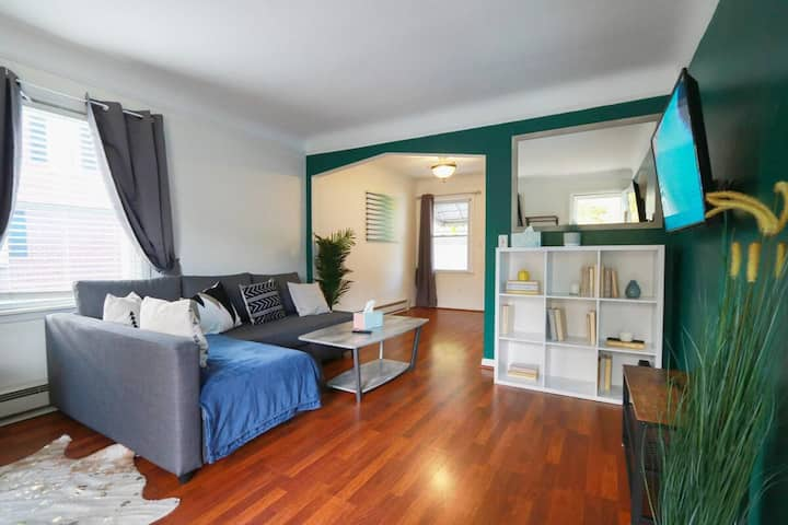 Beautiful, Bright & Cozy Royal Oak Home - Welcome!