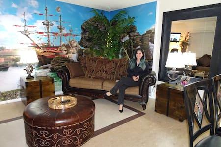 Treasure Island Home with Garage - ベイカーズフィールド - 一軒家