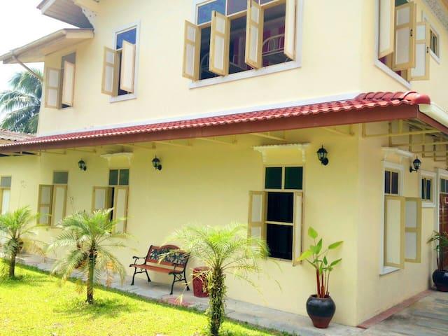 Maikao Boutique Hostel #D (FREE Wi/Fi) - Talang - Huis