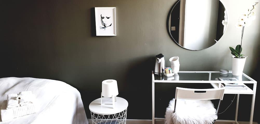 Room in nice neighbourhood close to Arlanda