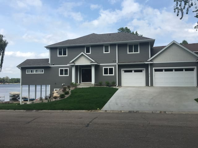 New Lake Home - Prior Lake - Hus