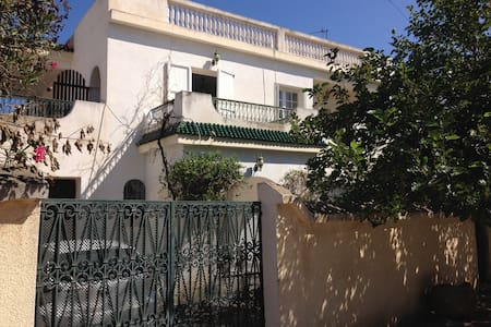 Chambre (n°2) dans Villa avec jardin, proche plage - Huvila