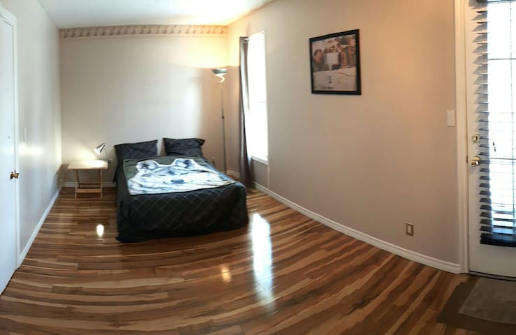 Spacious room in quiet & safe area. - Winnipeg - House