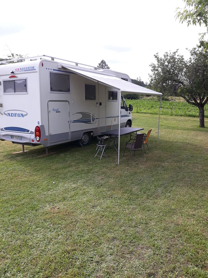 Camping car d'hôtes au coeur du perigord noir