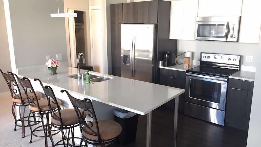 (New) Downtown Milwaukee Getaway, Private Room - Milwaukee - Társasház