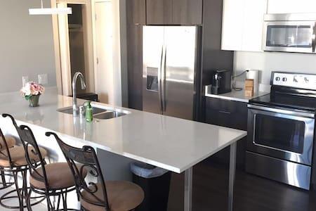 (New) Downtown Milwaukee Getaway, Private Room - ミルウォーキー - コンドミニアム