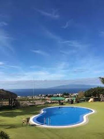 Panoramic views/Breakfast/Wifi/Pool/Gym/Bath Privt