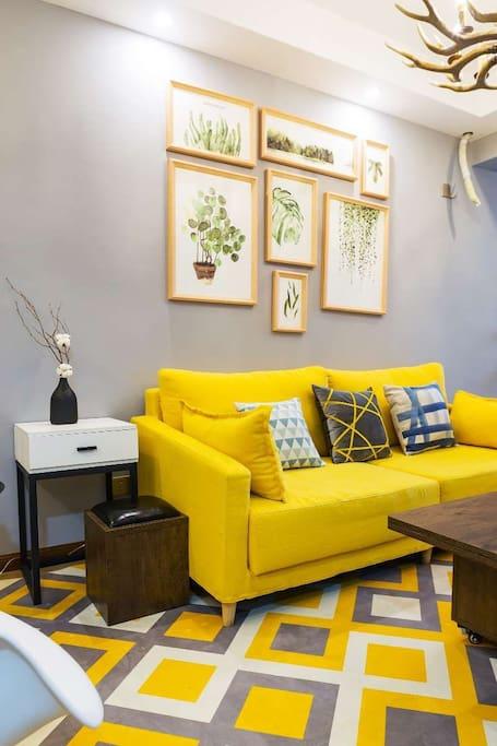 明黄色的沙发