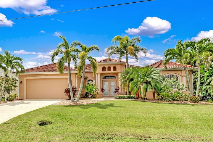 Villa Blue Water 1022 SWCape Coral 4b 3ba luxury home electric heated pool and spa