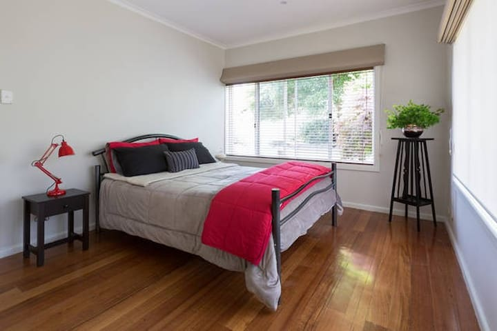Tulloch Brae #1 - Frankston - Bed & Breakfast