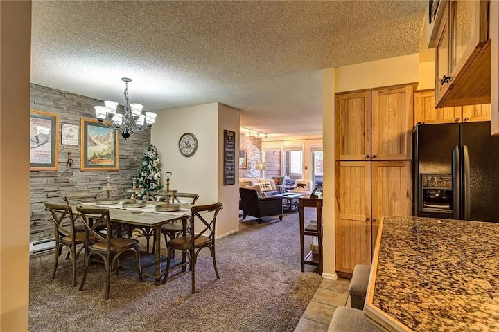 New Listing! Luxurious Ski In Downtown Breck Oasis, walkable next to gondola