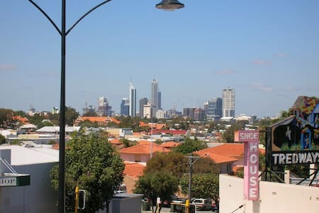 2BR ap with a view 5 mins from CBD wifi included - Mount Hawthorn - Daire