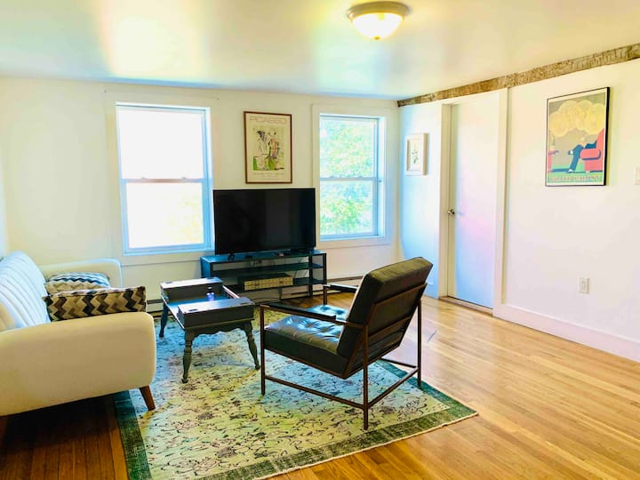Spacious private apartment off Warren street!!!