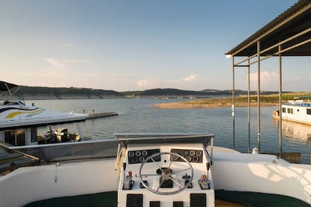 New listing! Fantastic Houseboat at Lake Travis - Austin - Barca