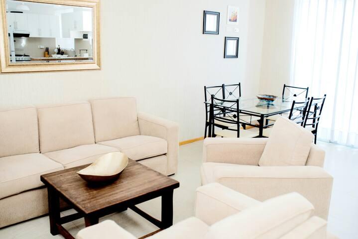Habitación privada con TV, Cable, WiFi ventilador.
