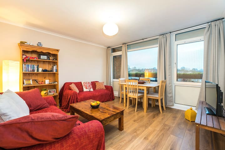 Cosy 2 Bed Garden Flat By The Thames+Parking