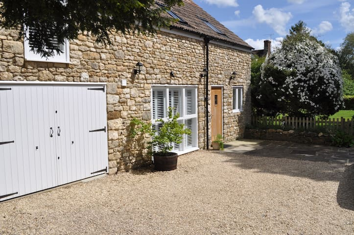 Beautiful two bedroom cottage