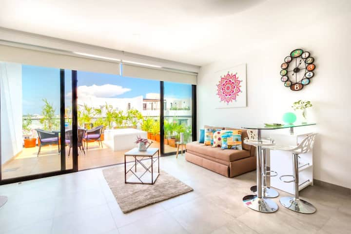 Gorgeous Penthouse!  Private Terrace+ Jacuzzi+ View!