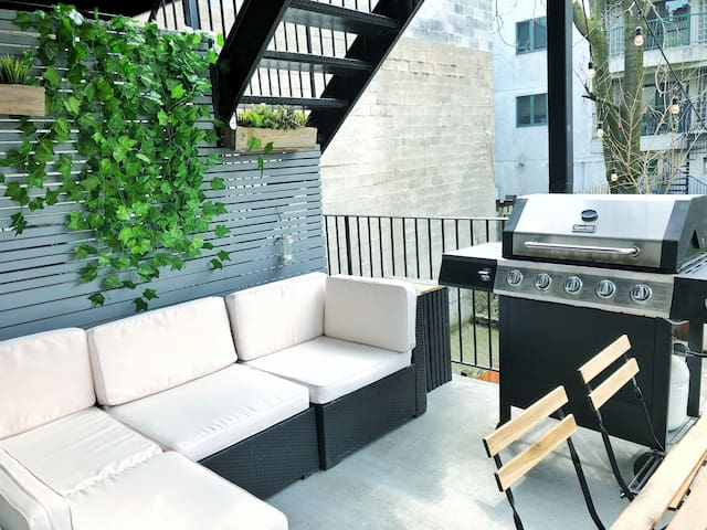 Bright, fully renovated 2BR with a private deck
