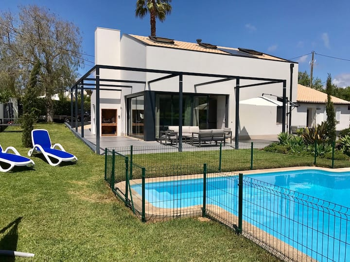 House close to centre Carvoeiro with private pool