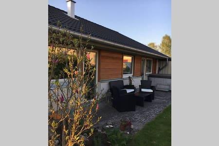Sjönära villa med Spabad - Alingsås