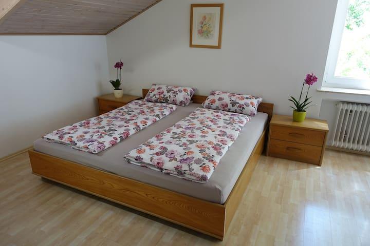 Ruhige Wohnung für 1-5 Gäste im Grünen