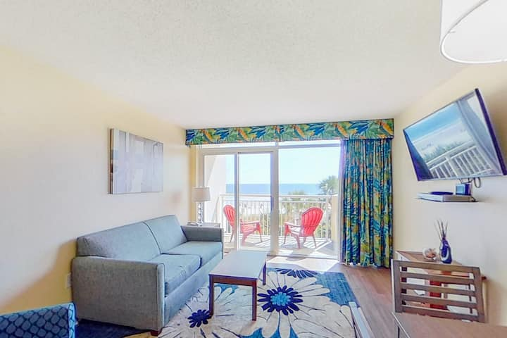 2nd floor ocean view condo w/ shared pool, balcony, WiFi, central AC, hot tub