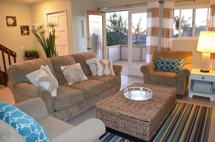 *Classic Beach House with Views to the Sand!!* - Encinitas - Stadswoning