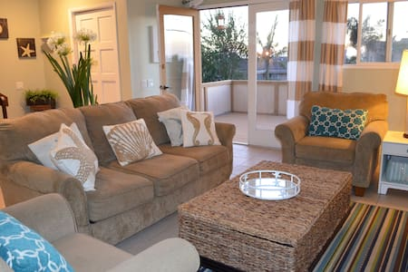 *Classic Beach House with Views to the Sand!!* - Encinitas