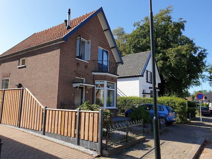 Vrijstaand huis met zonnige tuin in Apeldoorn