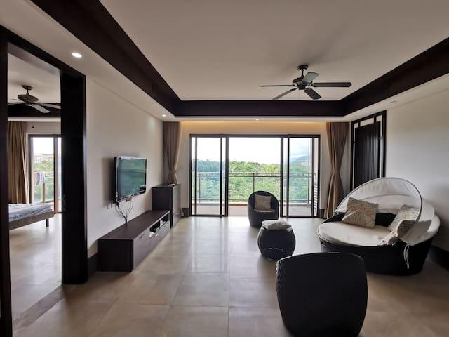5星喜来登旁:紧临海岸线、宽奢客厅和卧房、20平米卫浴间,10米长阳台,独立圆形浴缸!