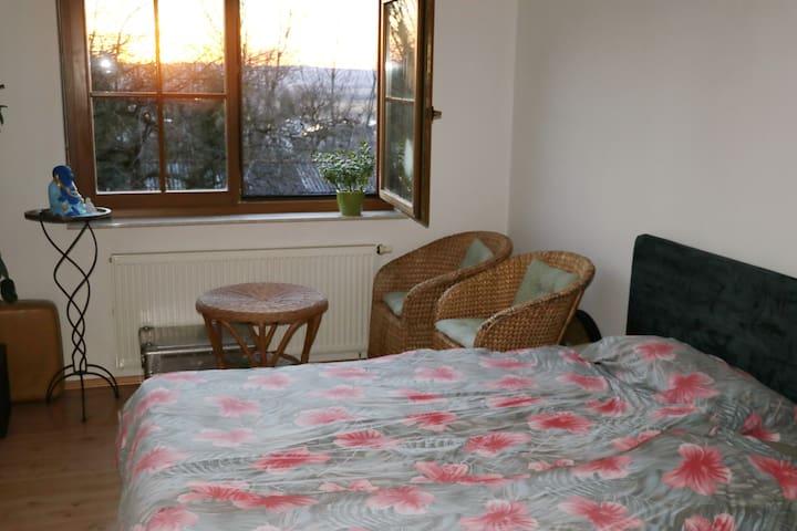 Privates Zimmer 45 km südlich von München