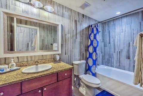Luxury Resort Condo One Block From Vegas Strip