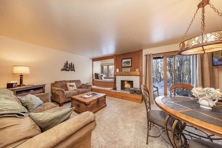 Larkspur 1212: The Aspens- Wooded & Mountain Views