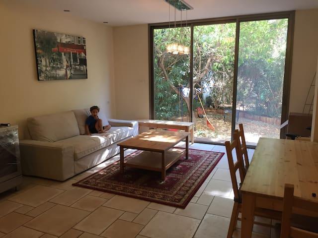 4 Rooms plus a Garden in Ramat Gan