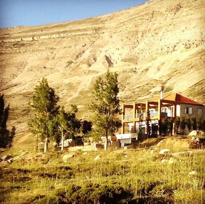 Luxury Mountain Experience with Jacuzi & Sauna