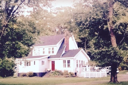 4 BDRM/ Luxurious renovated FRMHSE - 8 Min to HITS - Saugerties - Huis