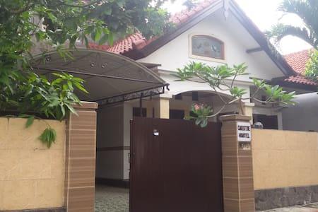 CHRISTINE HOUSE B3 - North Denpasar - Hus