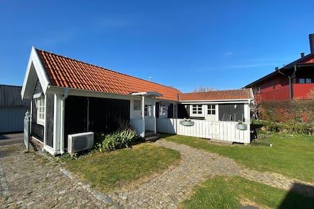Havsnära gästhus i Träslövsläge söder om Varberg