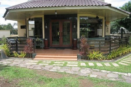 PAPAS GARDEN Peaceful Private Clean Cool Exclusive - Mariveles - 家庭式旅館