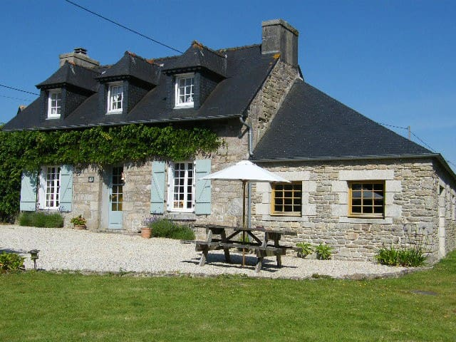 Charming Cottage in the Heart of Brittany - Guerlesquin - Ferienunterkunft