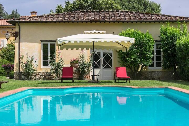 Elegant Hillside Villa With Panoramic Views