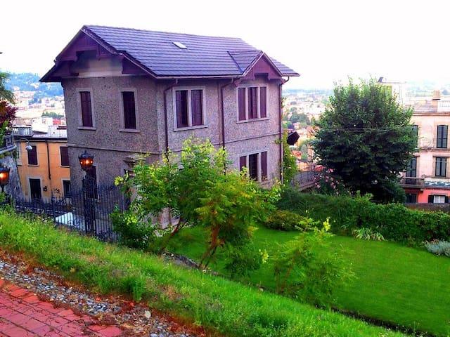 VILLA LE DUE TORRETTE - Grazioso Cottage - Erba - Maison