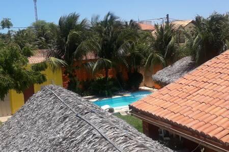 Flat em condomínio na Praia de Canoa Quebrada