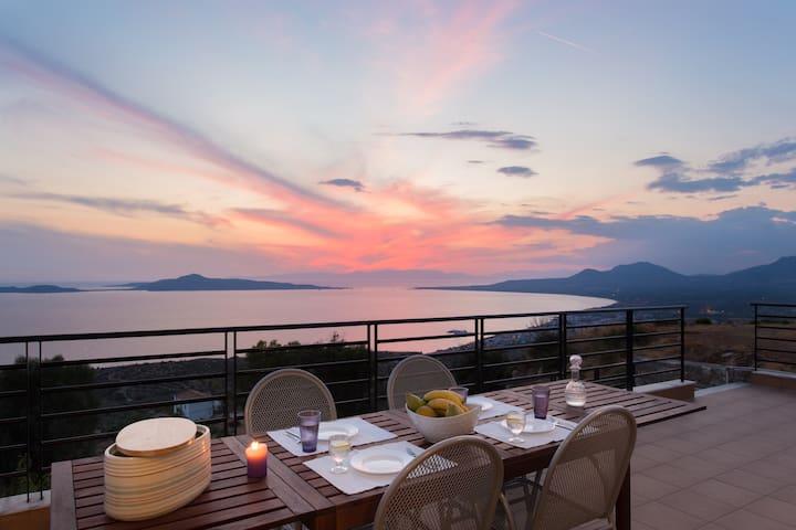 Villa Kalenia | Spacious villa with amazing views