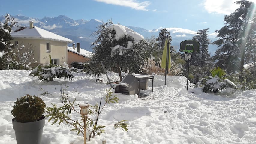 Maison: Biviers 10min Grenoble 30min pistes de ski - Biviers - House