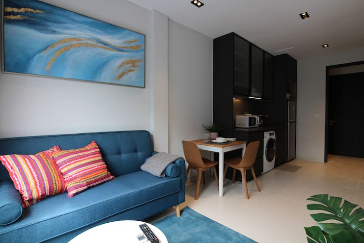 Tasteful & Cozy 1BR Apartment in Tiong Bahru