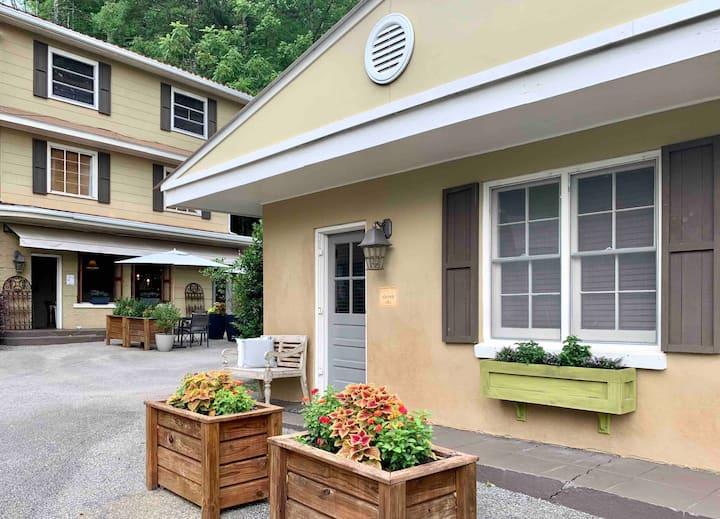 Quaint Airbnb village with gorgeous views!